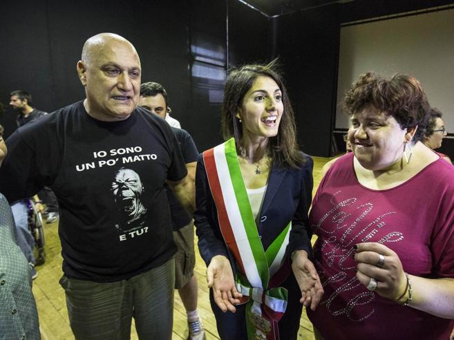 Roma, Raggi e il  primo anno da sindaca: «Che voto mi darei? Un 7 e mezzo» Video