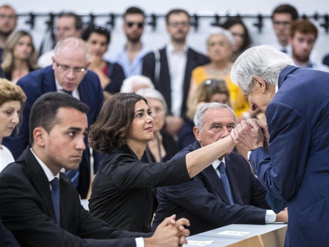 Roma, l'addio laico a Rodotà sulle note di «Bella ciao»  Foto Video