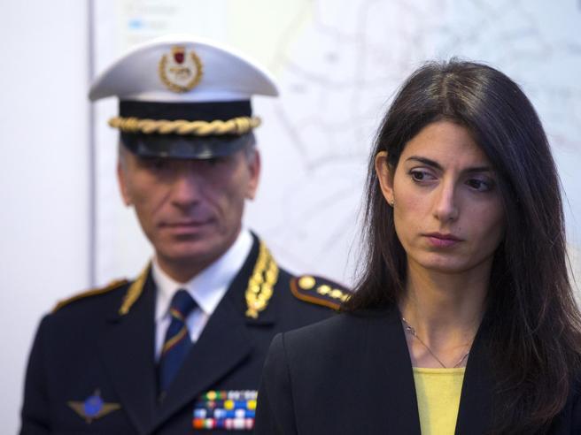 Roma,  la sindaca Raggi in procura per il caso nomine Ascoltata dai pm|La vicenda