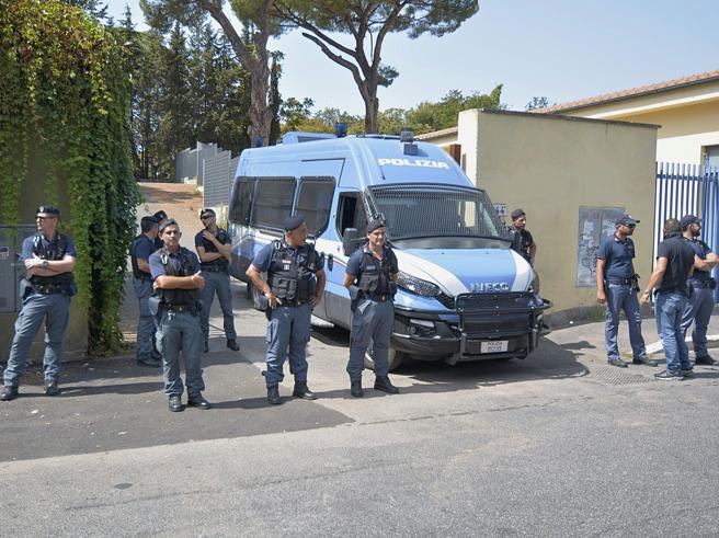 Roma, spedizione punitiva contro  i migranti:  un eritreo ferito|Foto|Video