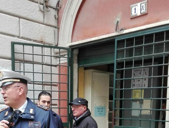 «Non potete baciarvi davanti alla moschea»:  24enne picchia una coppia a Roma