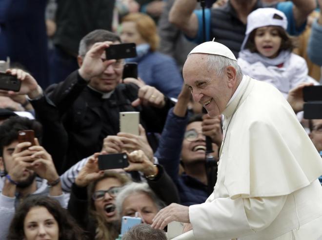 Il Papa: oggi si nega la realtà della morte, noi impreparati a affrontarla