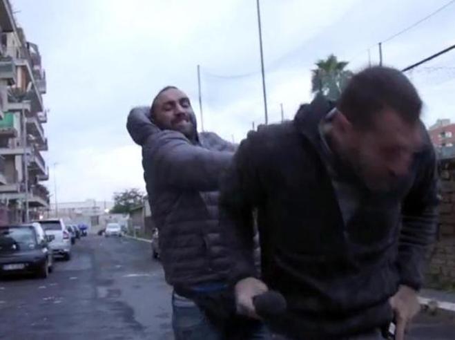 Perché Roberto Spada non è in carcere dopo l'aggressione al giornalista Piervincenzi?