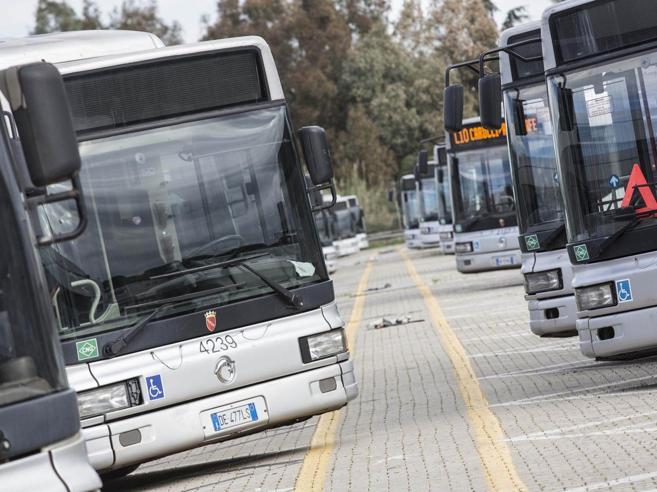 Roma, un autista  aggreditoa settimana:  «Colpa dell'Atac»