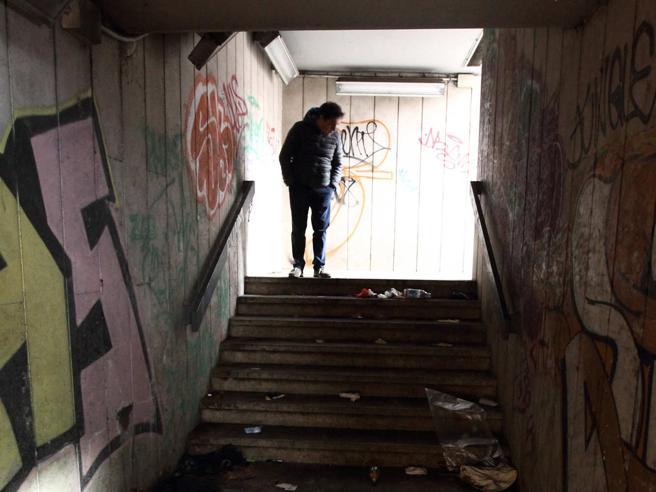 Roma, donna uccisa nel sottopasso di   Porta Pia.  La polizia: «Assalto brutale»