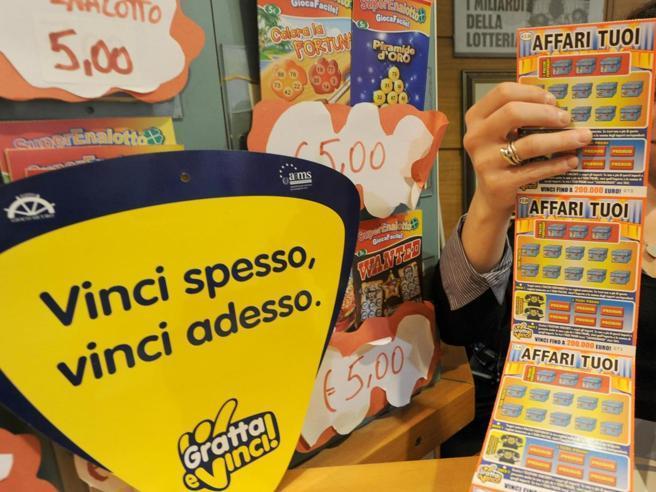 Gratta e Vinci, le (goffe) truffe dei biglietti della lotteria taroccati
