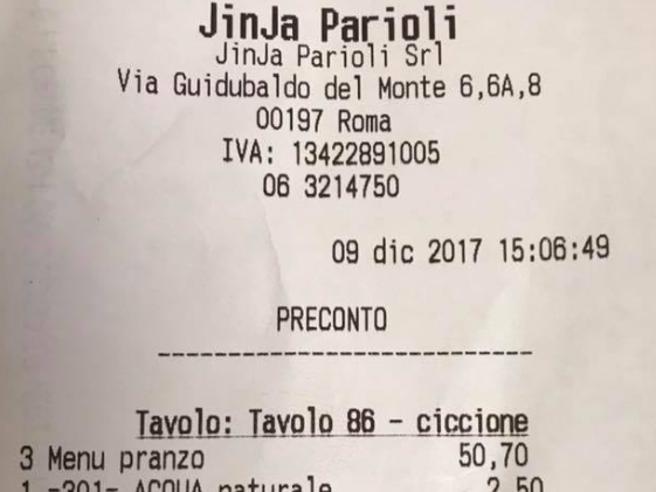 Roma, clienti chiamate «ciccione» sullo scontrino
