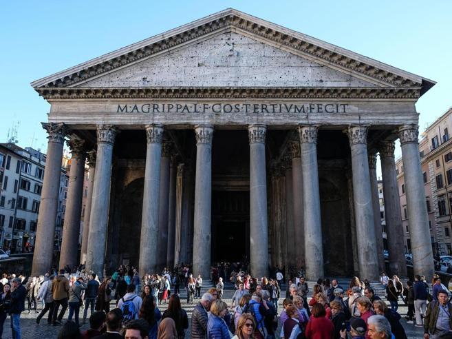 Roma,  si paga l'ingresso al Pantheon: biglietto a 2 euro