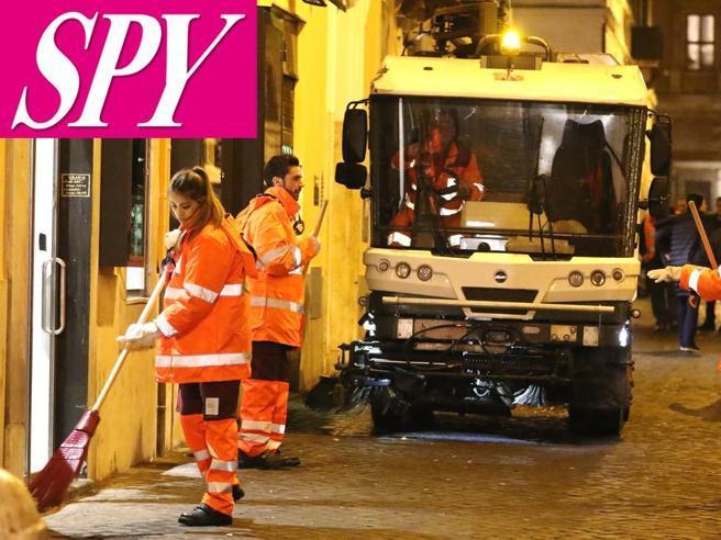 Roma, i ragazzi di «Amici» ripuliscono le strade della città