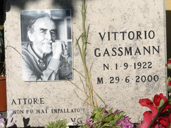 Il cimitero del Verano «paradiso degli artisti»: un libro per ricordare le celebrità sepolte a Roma