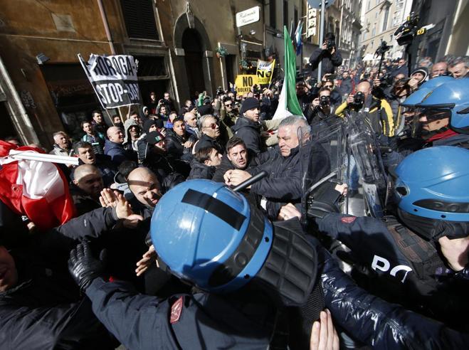 Cortei Roma, è allarme: centro storico blindato