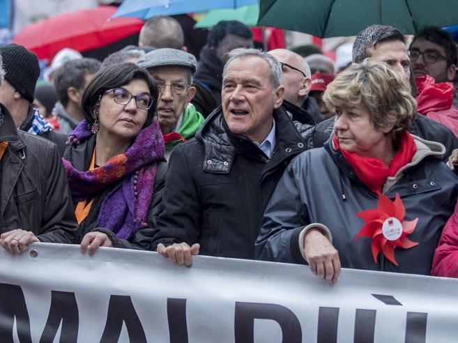 Cortei a Roma, Gentiloni e Renzi in piazza con l'Anpi contro
