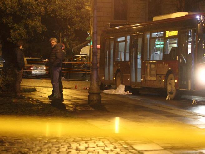 Roma, pedone ucciso dal buse trascinato per  metri Video |Foto