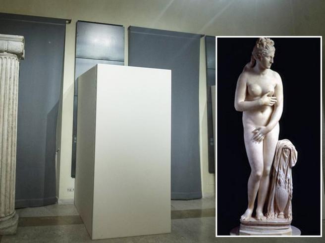 Roma, niente nudi per Rouhani: coperte le statue ai musei capitolini
