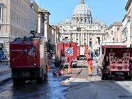 San Pietro, esplode tubatura dell'acqua e si spalanca una voragine