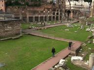 Fori imperiali, passerella di 550 metri restituisce l'area archeologica ai romani