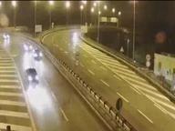 Roma, ubriaca contromano in autostrada: fermata la giovane alla guida