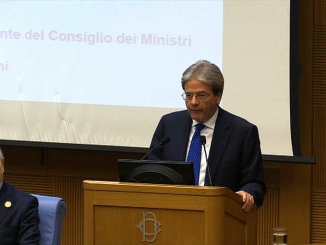 Governo, Gentiloni: «Boschi l'ho voluta io, è una risorsa utile»