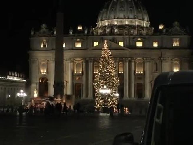 Il Vaticano mette a disposizione auto per la notte per i clochard. Ecco la loro reazione