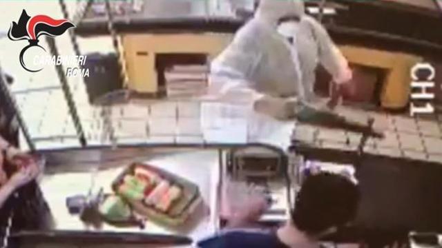 Detenuti in semilibertà, armati di sega rapinano supermercato ...