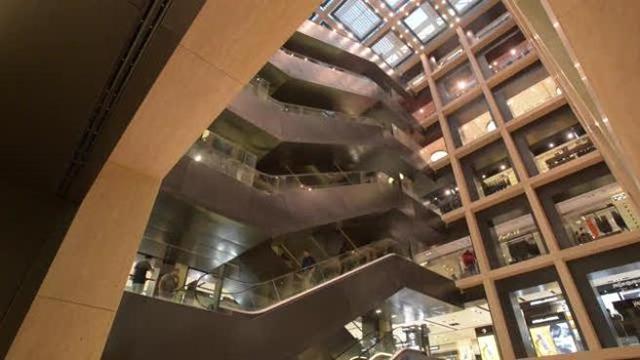 Dentro alla Rinascente: 8 piani di mall e terrazza panoramica ...