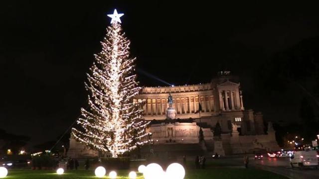 Foto Di Roma A Natale.Da Spelacchio A Piazza San Pietro Il Natale Di Roma Tra