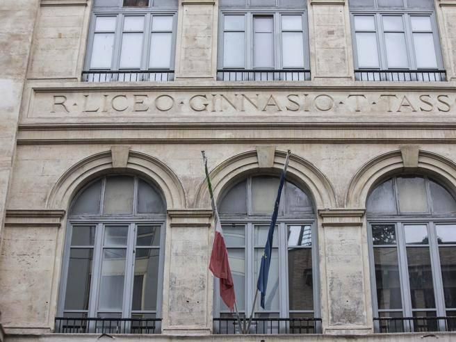 Liceo tasso di roma studenti contro il ritorno del prof indagato pronti alla protesta - Gemelli diversi foggia ...