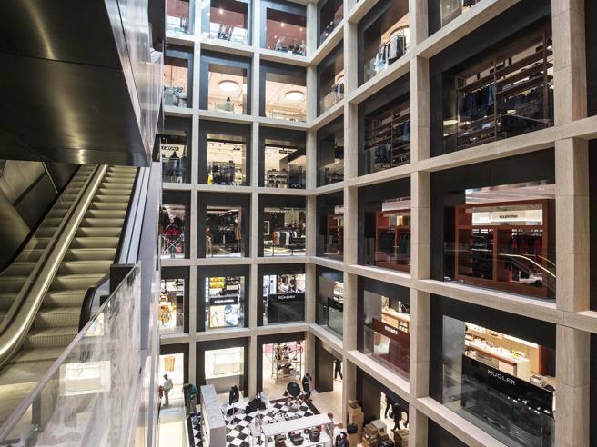 Ecco la nuova rinascente il mall di lusso 8 piani con for Piani di lusso personalizzati